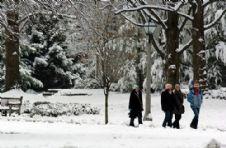 students walk snow 3 2005.jpg