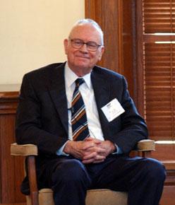 Lee Hamilton 2004 Seated.jpg