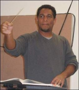 Carlos Carillo Conducting.jpg