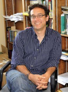David Alvarez Seated Sept 2008.jpg
