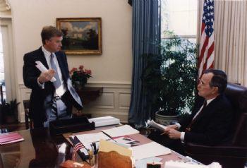 Quayle Bush Oval Office.jpg